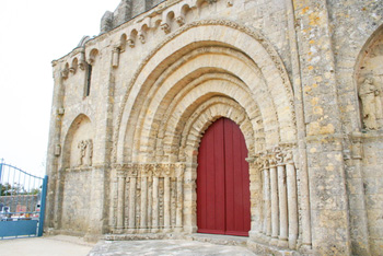 Chaize Giraud, The portal Roman of the church