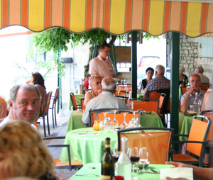 La Glycine restaurant outdoor dining