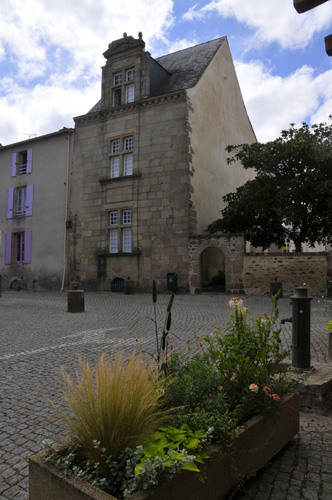 Photo gallery of la roche sur yon for Garage phelippeau la roche sur yon