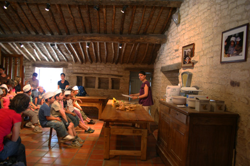 Teaching bread making at the Maison de la Meunerie