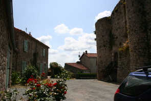 chateaumur-keep-cottages